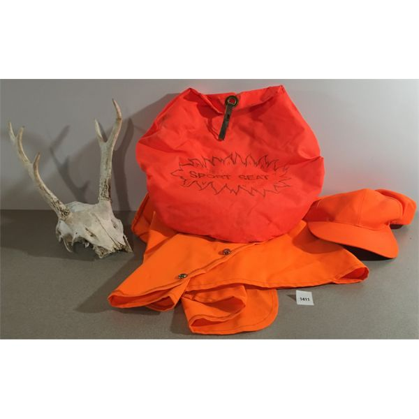 LOT HUNTING ACCESSORIES & SET OF ANTLERS