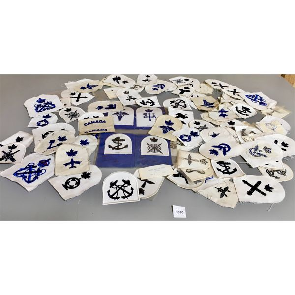 LARGE LOT OF VINTAGE CANADIAN MILITARY PATCHES