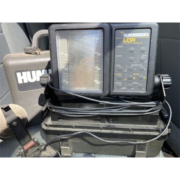 HUMINGBIRD PORTABLE LCR FISHFINDER IN CARRY CASE
