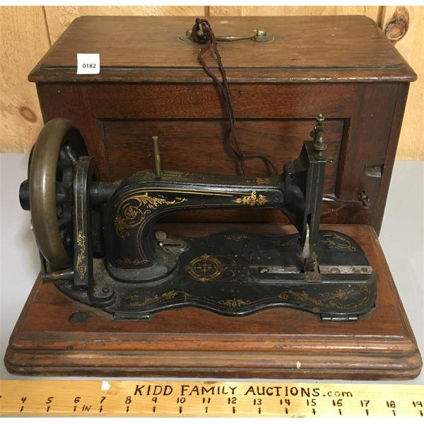 1884 SINGER NEW FAMILY MODEL 12 W/ ORIGINAL KEY