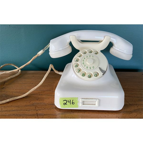 BAKELITE EUROPEAN STYLE ROTARY PHONE