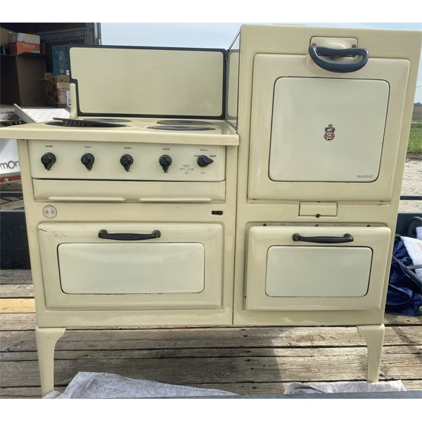 MOFFAT ANTIQUE PORCLAIN STOVE W/ OVEN, GRILL & DRAWERS - WORKING - VERY GOOD CONDITION