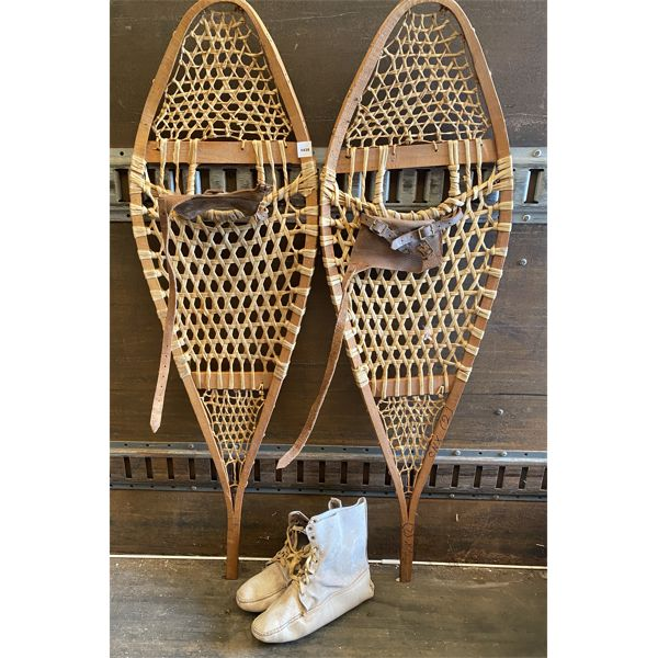 LOT OF 2 - 48 INCH SNOWSHOES & VINTAGE MUKLUCKS