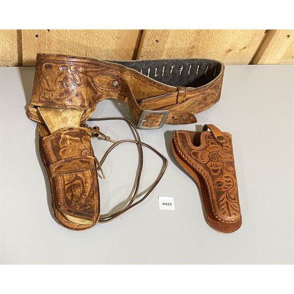 LOT OF 2 - TOOLED LEATHER AMMO BELT W / 2 X HOLSTERS - SZ 34. .38 CAL