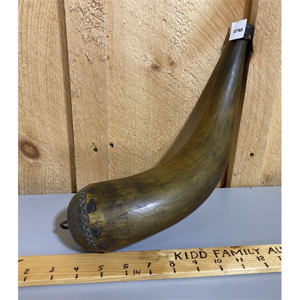 ANTIQUE POWDER HORN W/ NICELY DECORATED WOOD PLUG - 14 INCHES