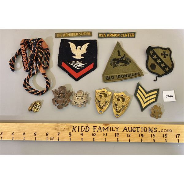 JOB LOT - US MILITARY CLOTH PATCHES & METAL INSIGNIA