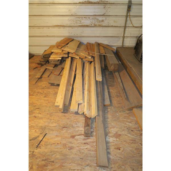 Lot of Various Scrap Wood 2×4, 2×6, etc.