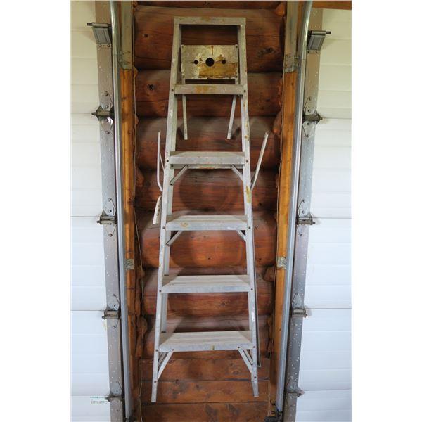 6' Ladder Aluminum (wobbly)