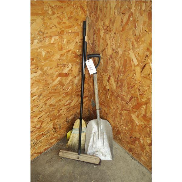 Shovel+ 2 Brooms and dustpan