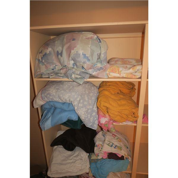 Lot Double Bed Set + Misc. Linens