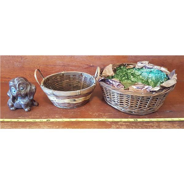 2 Baskets & Dog Figurine