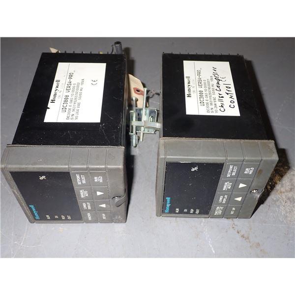 Lot of (2) Honeywell #UDC3000 Versa-Pro Controllers