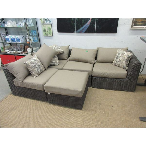 4 Piece Patio Sectional and Ottoman