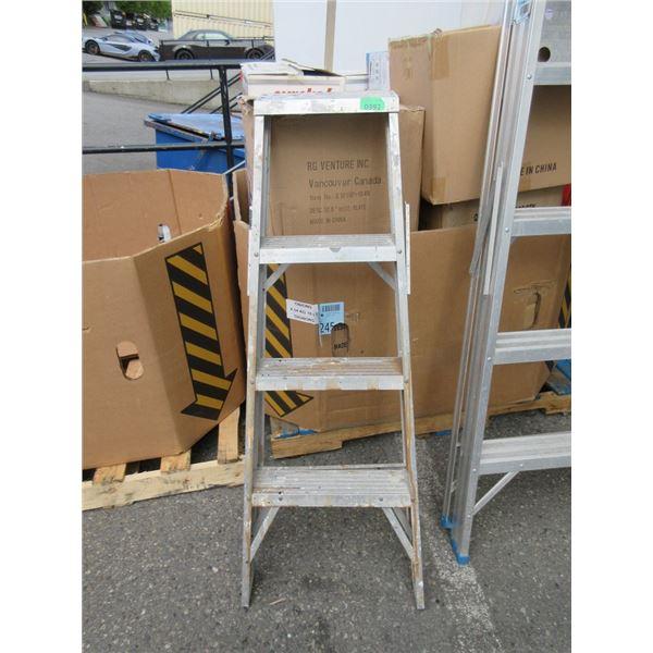 4 Foot Aluminum Step Ladder