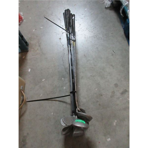 Bundle of Assorted Golf Clubs