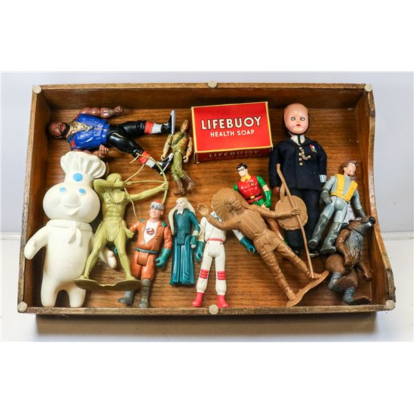 TRAY OF COLLECTIBLE ACTION FIGURES TOYS