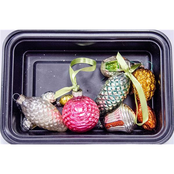 ASSORTED GLASS CHRISTMAS ORNAMENTS