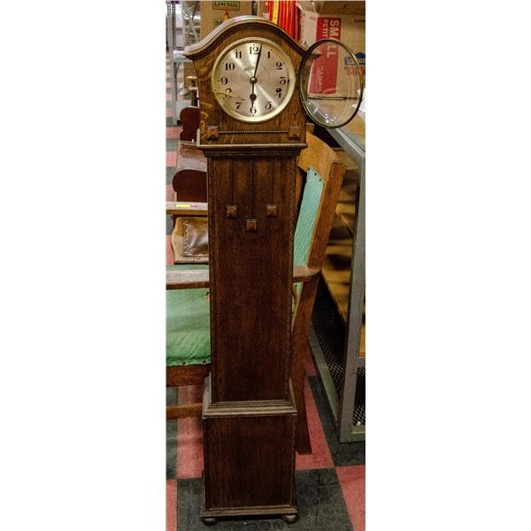 ANTIQUE STAND UP CLOCK IN WOOD CASE WIND UP
