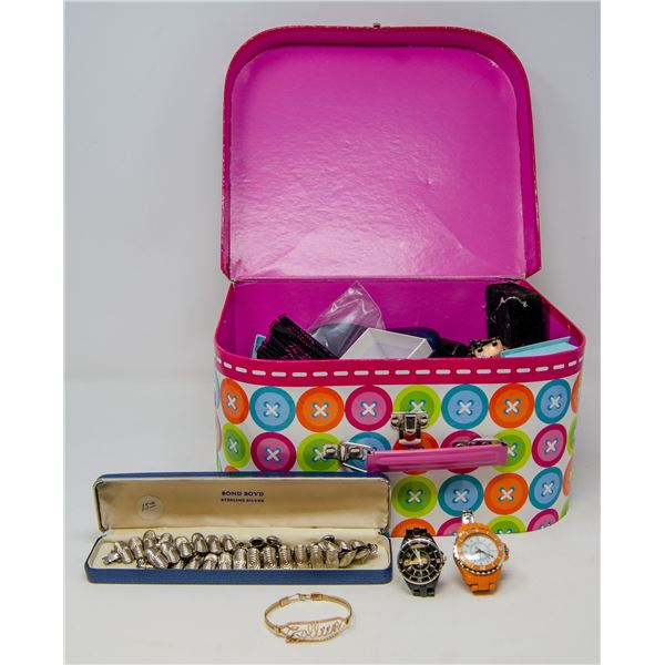 CASE FULL OF ASSORTED VINTAGE JEWELLERY