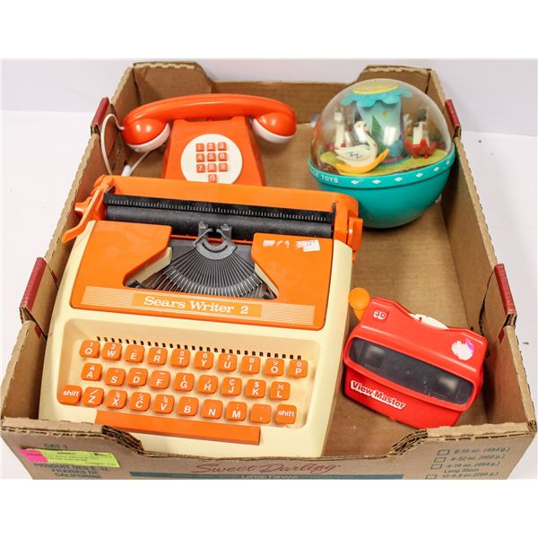 TRAY LOT WITH VINTAGE TOY TYPEWRITER AND MORE
