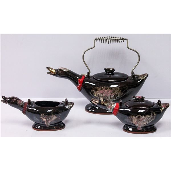 VINTAGE DUCK TEA POT WITH CREAMER AND SUGUR BOWL