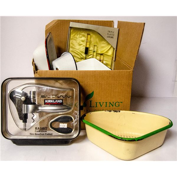 BOX OF ASSORTED VINTAGE HOUSEWARES AND KITCHEN
