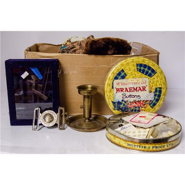 BOX OF ASSORTED VINTAGE HOUSEHOLD ITEMS