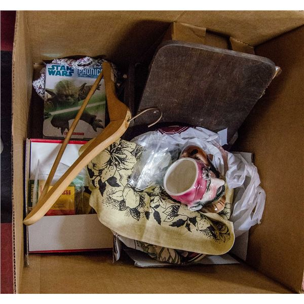 LARGE BOX OF ASSORTED VINTAGE COLLECTIBLES