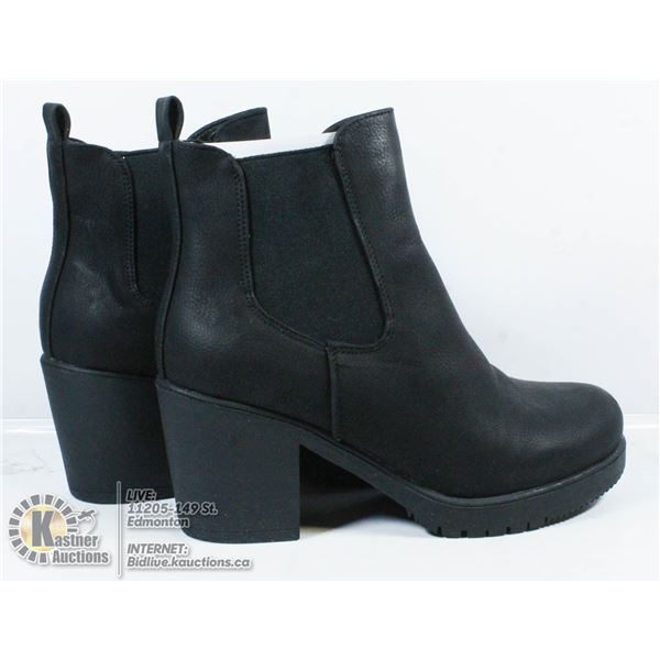 DREAM PAIRS SIZE 7.5 BOOTS.