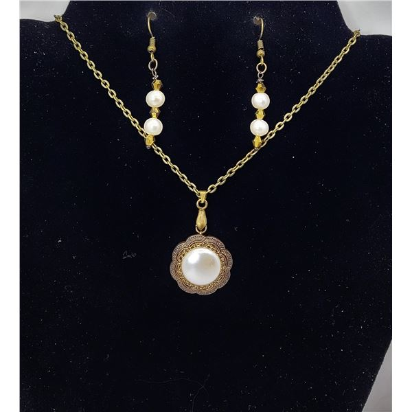 19)  BRONZE TONE AND ROUND PEARL PENDANT ON