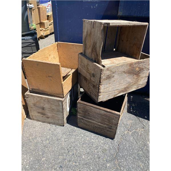 Lot wood crates