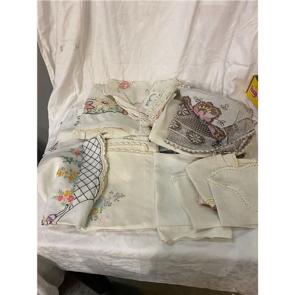 Lot of vintage linens
