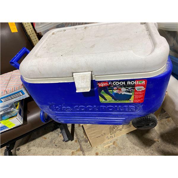 Igloo rolling cooler