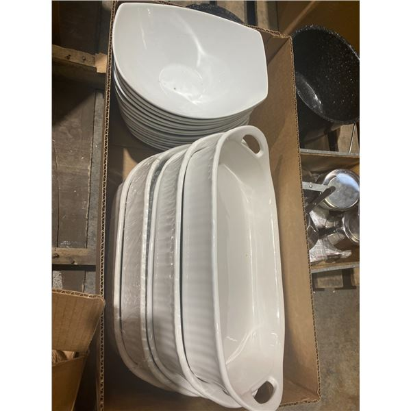 Corning  ware baking dishes abs lot of bowls