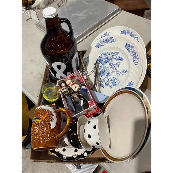 Lot kitchenware and collectibles