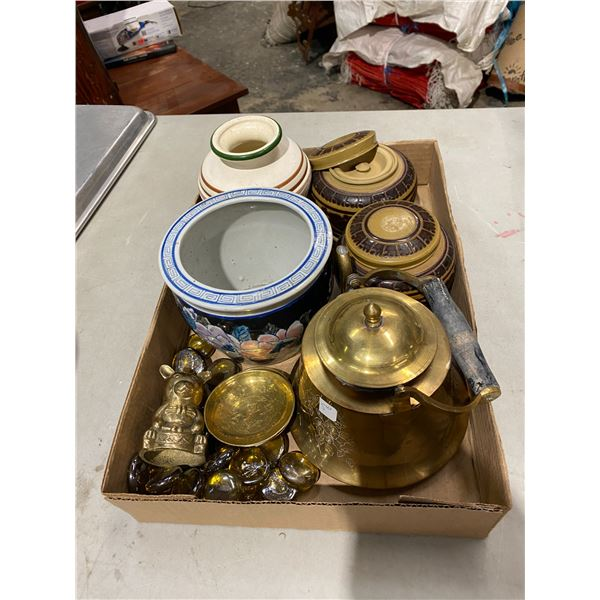Lot brass and pottery