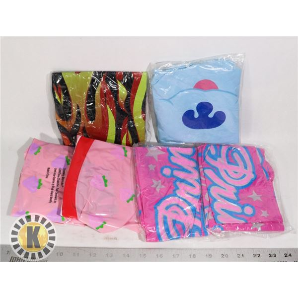 BAG OF INFLATABLE BEACH TOYS