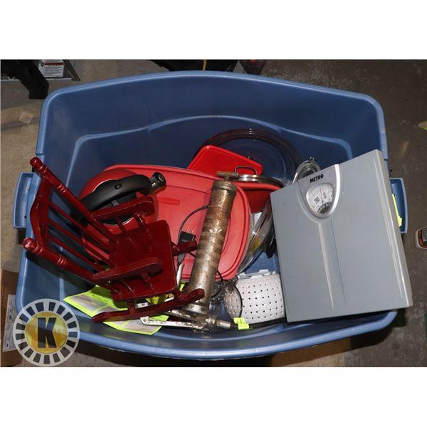 BOX OF KITCHEN ACCESSORIES