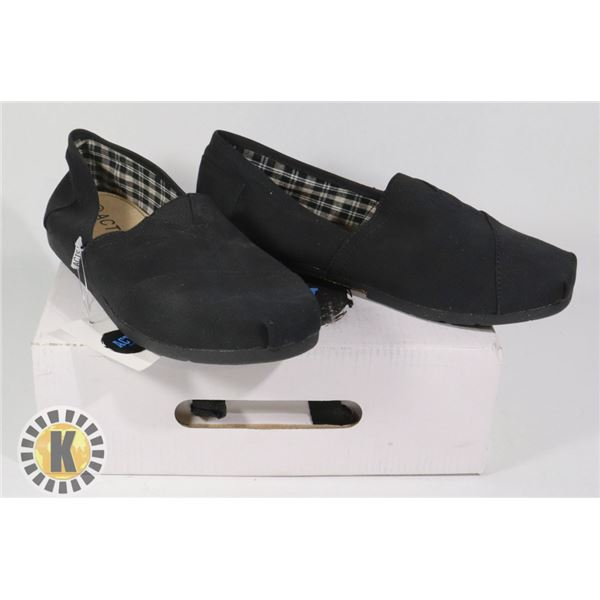 PAIR OF  ACTS  STANDARD SLIP ON SHOES- SIZE 8.5