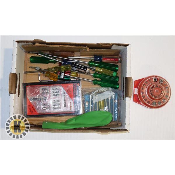 ESTATE BOX OF SCREWDRIVERS AND SCREWDRIVER BIT SET