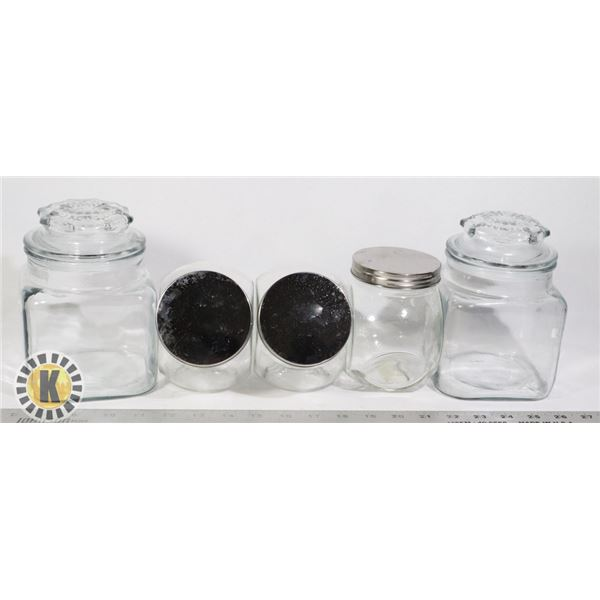 BOX OF GLASS STORAGE CONTAINERS