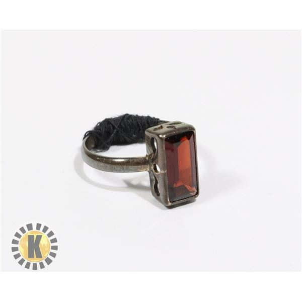 925-141 SILVER TONE BAND W/ RED RECTANGLE JEWEL RING