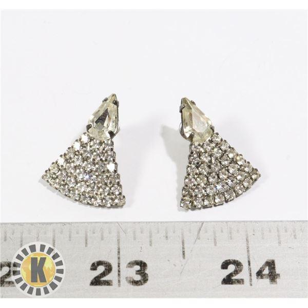 955-112 SILVER TONE EARRINGS CRYSTAL TRIANGLE SHAPE