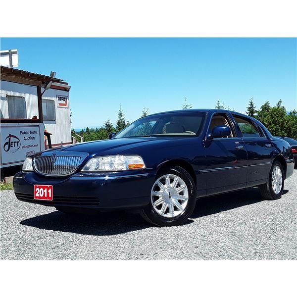 D3 --  2011 LINCOLN TOWN CAR SIGNATURE LTD  , Blue , 145005  KM's