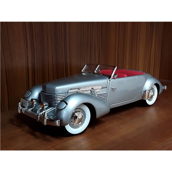 """""""Signature"""" 1/18 Die Cast 1937 Cord Supercharged"""