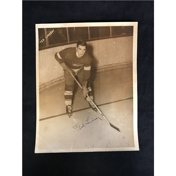 TED LINDSAY SIGNED 8X10