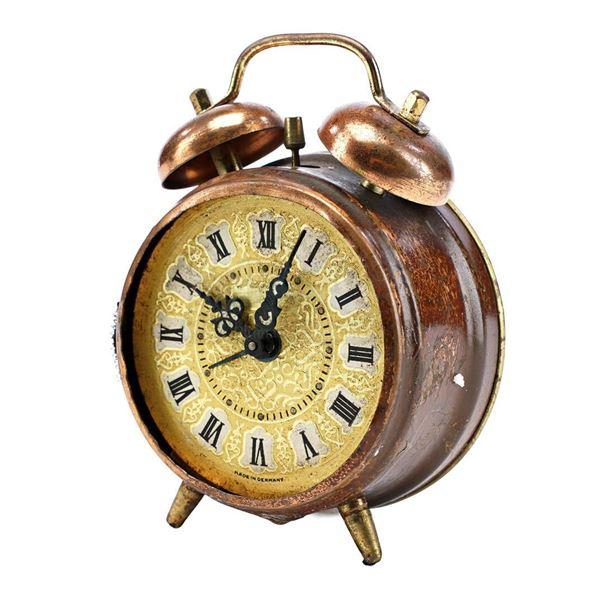 Lot # 25: BACK TO THE FUTURE (1985) - Dashboard Alarm Clock