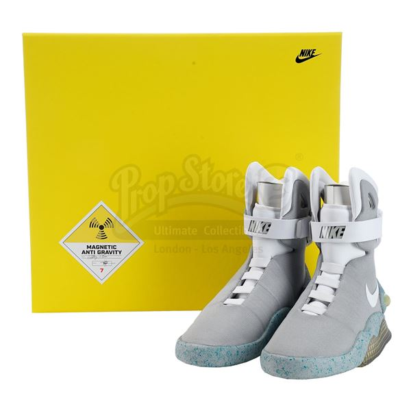 Lot # 30: BACK TO THE FUTURE PART II (1989) - Official Licensed (2011) Light-Up Size 7 Marty McFly (