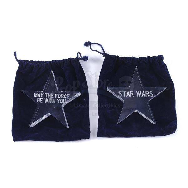 Lot # 287: STAR WARS - EP IV - A NEW HOPE (1977) - Crew Gift Acrylic Stars in Velvet Bags