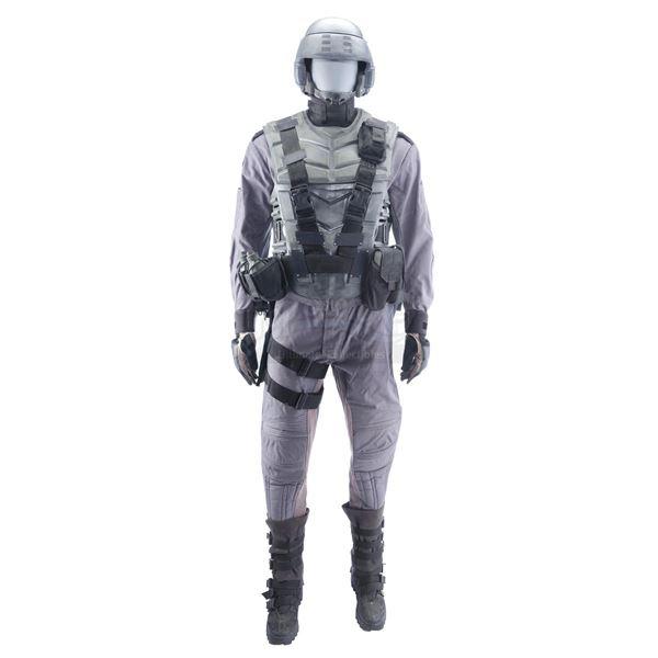 Lot # 357: STARSHIP TROOPERS (1997) - Mobile Infantry Uniform